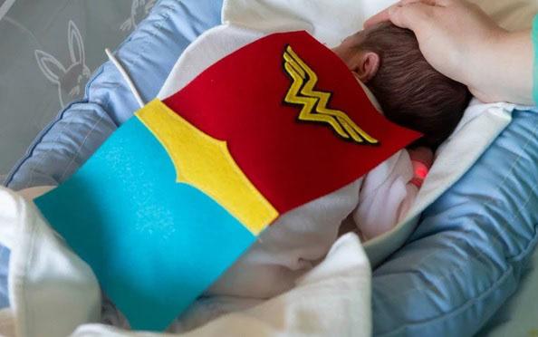 neonati supereroi3