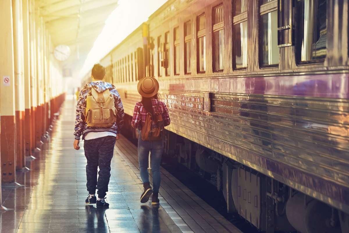 ragazzi viaggiano