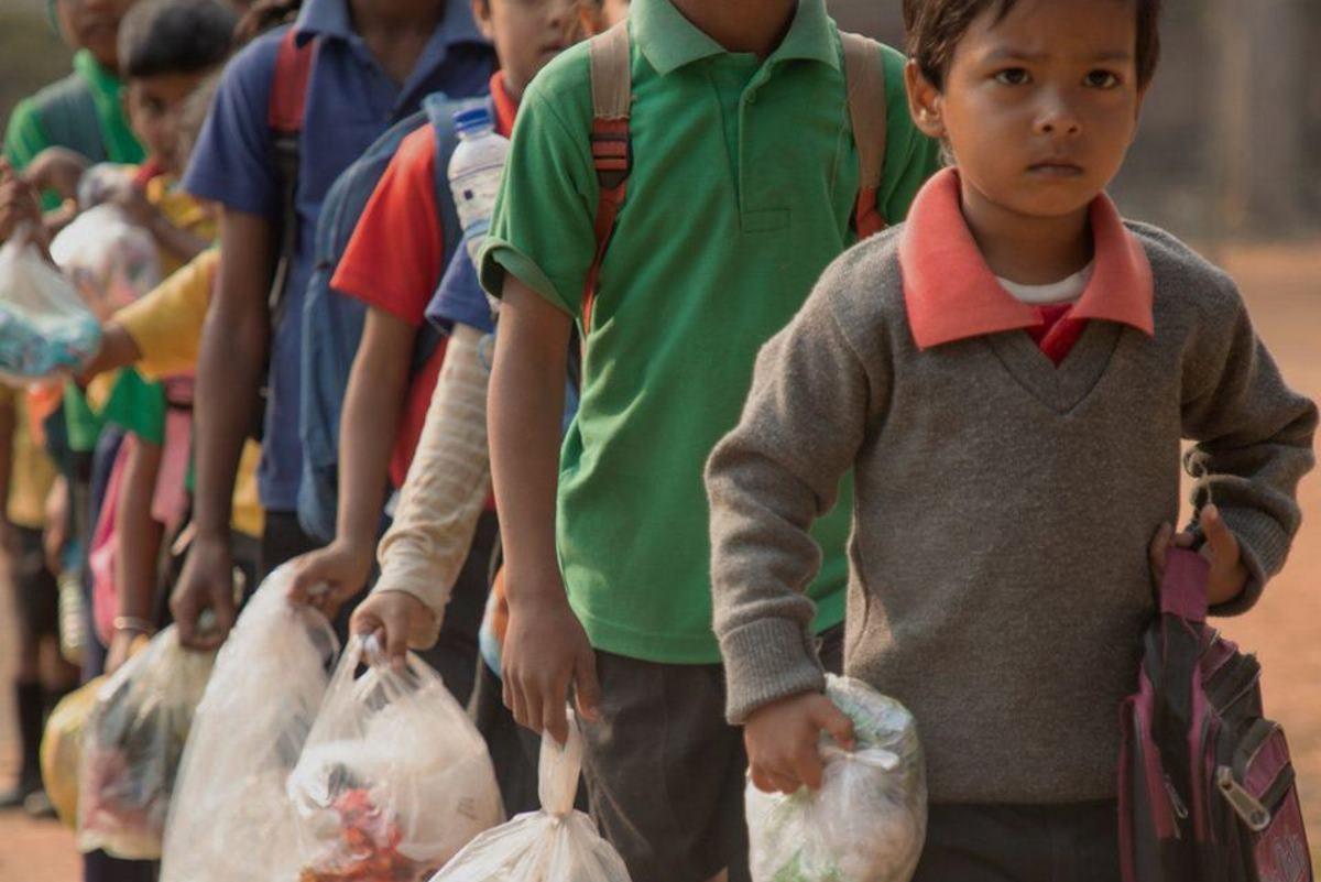rifiuti plastica scuola