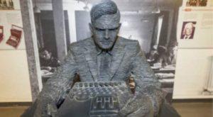 Statua di Alan Turing a Bletchley Park