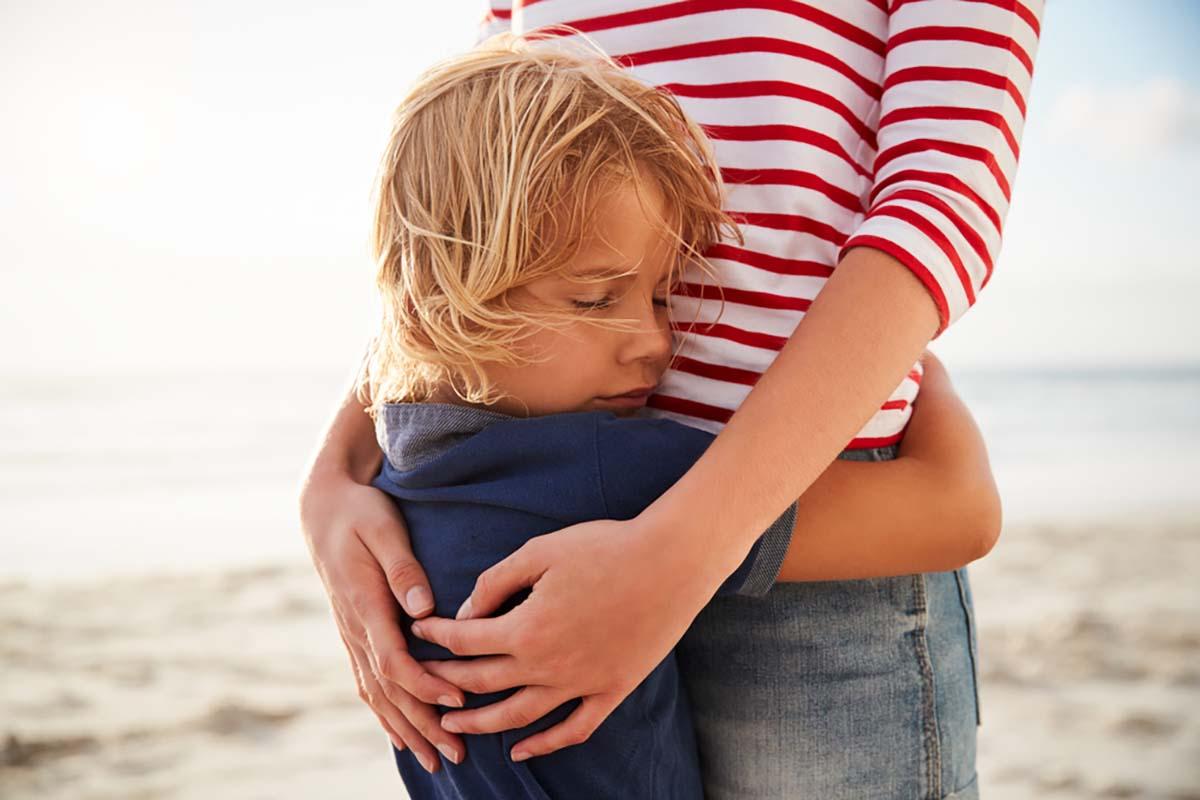 abbracci-bambini-