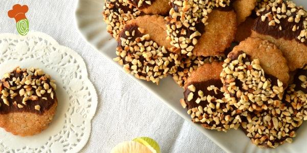 biscotti miele ricoperti cioccolato e granella