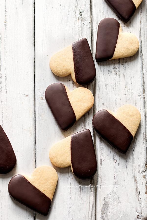 biscotti pasta frolla cioccolato fondente