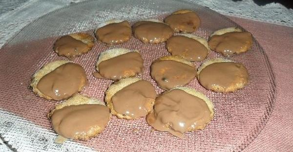 biscotti pasta frolla con glassa al cioccolato