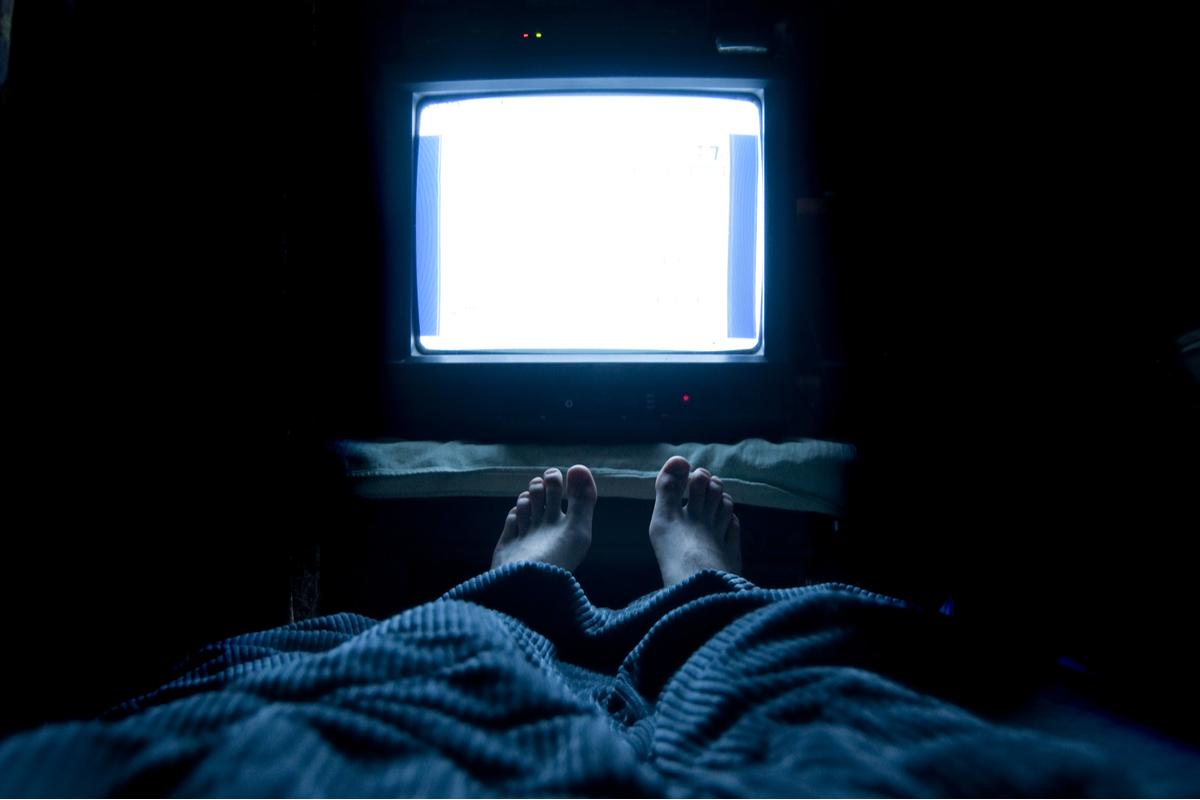 Tv accesa di notte