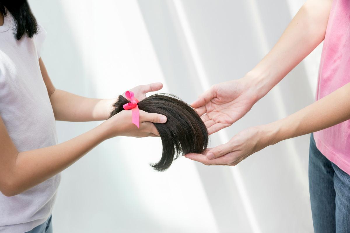 Donne con alopecia: parrucche regalate dall'Emilia Romagna