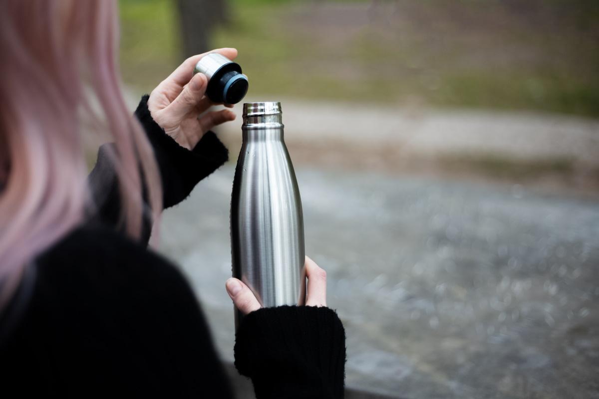 Borracce anziché bottiglie di plastica
