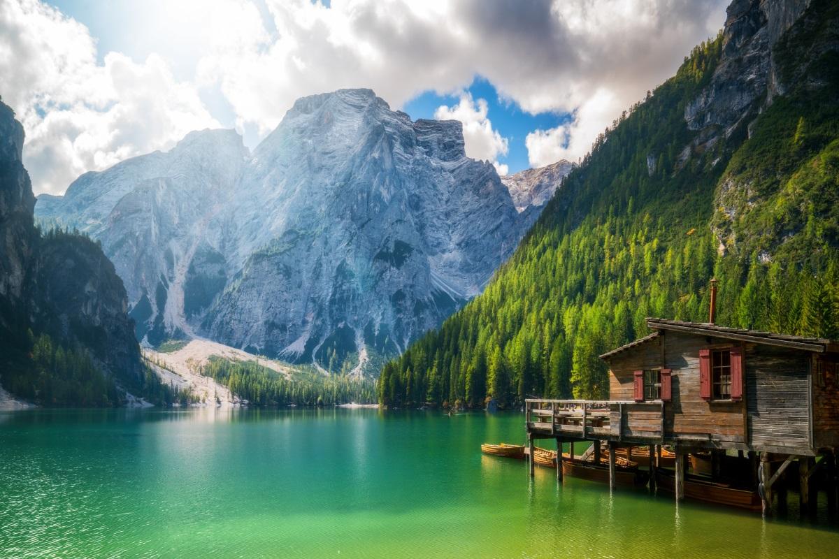 Lago di Braies chiuso in estate