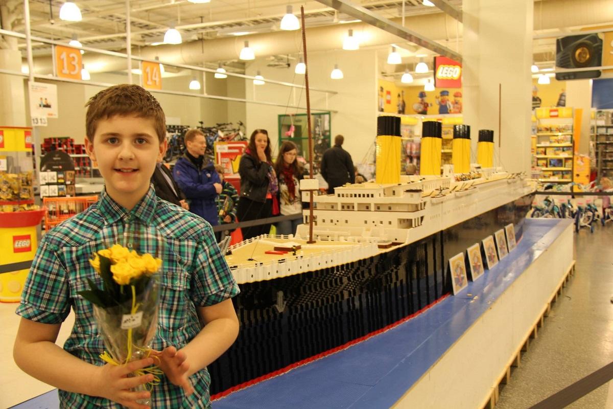 Il ragazzo autistico che ha costruito un Titanic di Lego