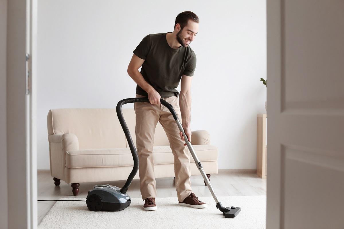 Uomini che aiutano in casa sono più felici