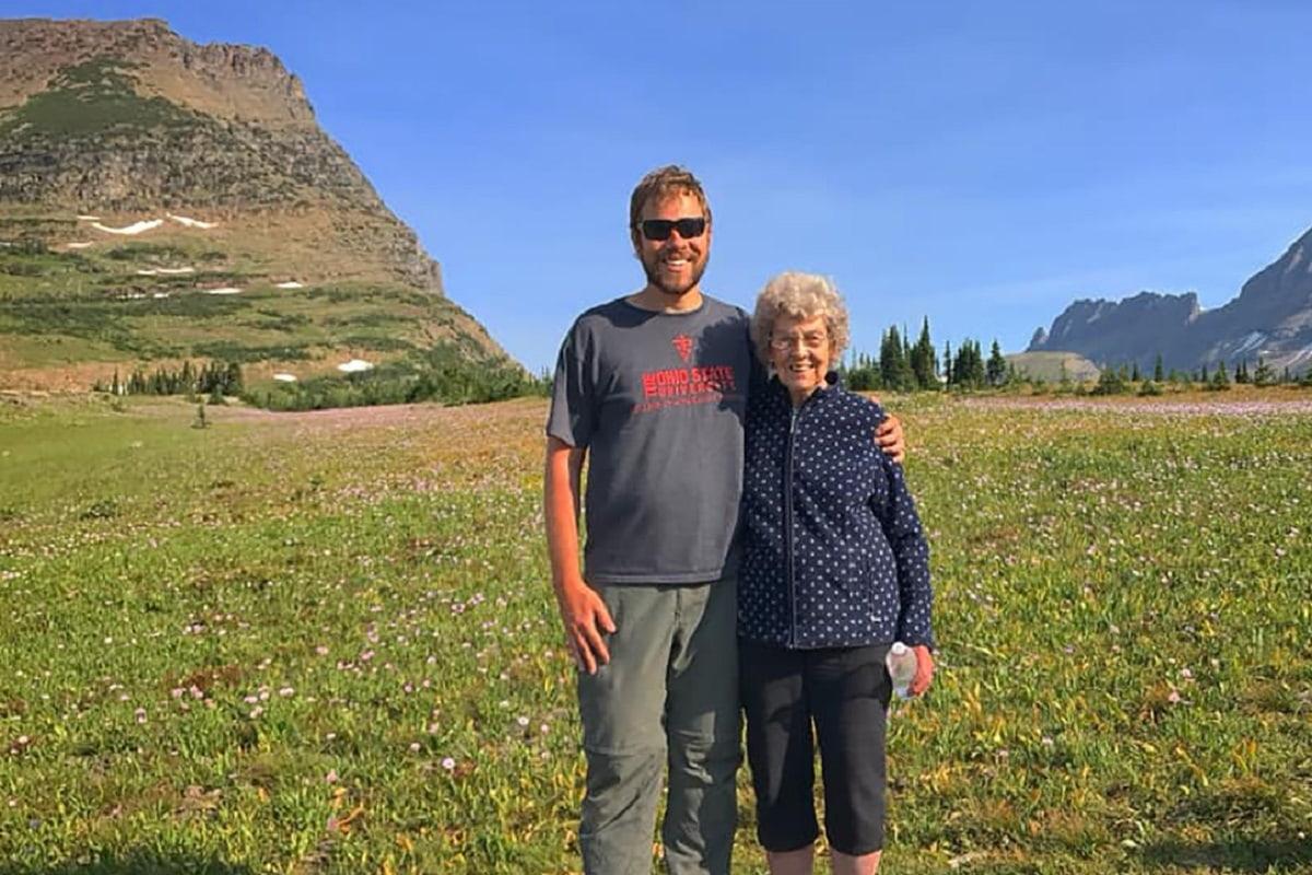 Nonna e nipote viaggiano insieme