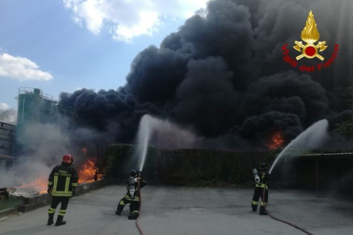 Incendio fabbrica Avellino