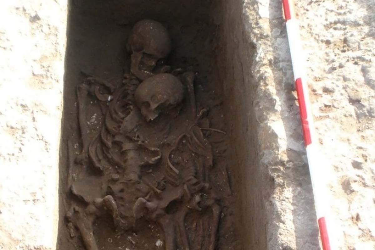scheletri-abbraccio