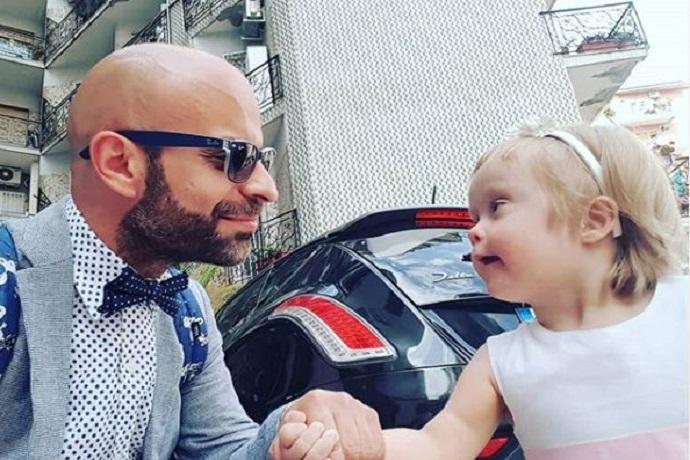 Papà single adotta bambina down