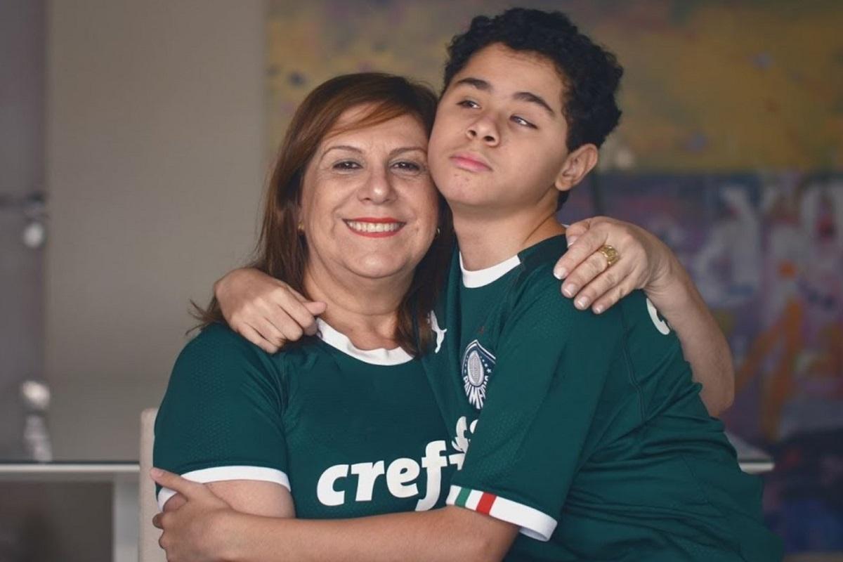La mamma che racconta il calcio al suo bambino