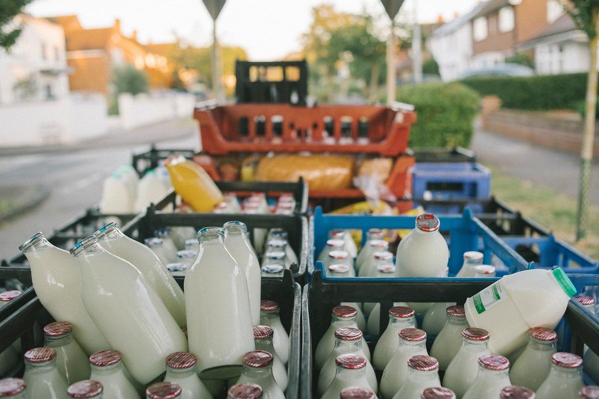 latte in bottiglie di vetro