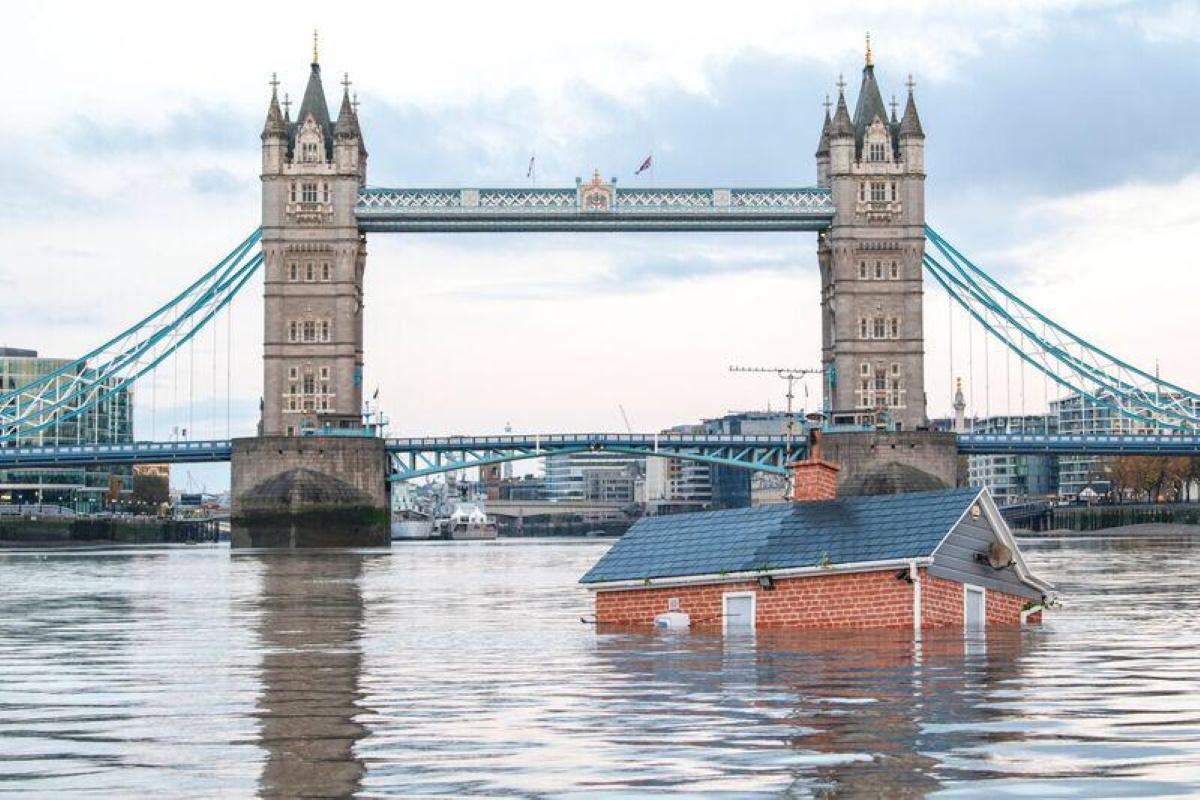 Casa che affonda sul tamigi