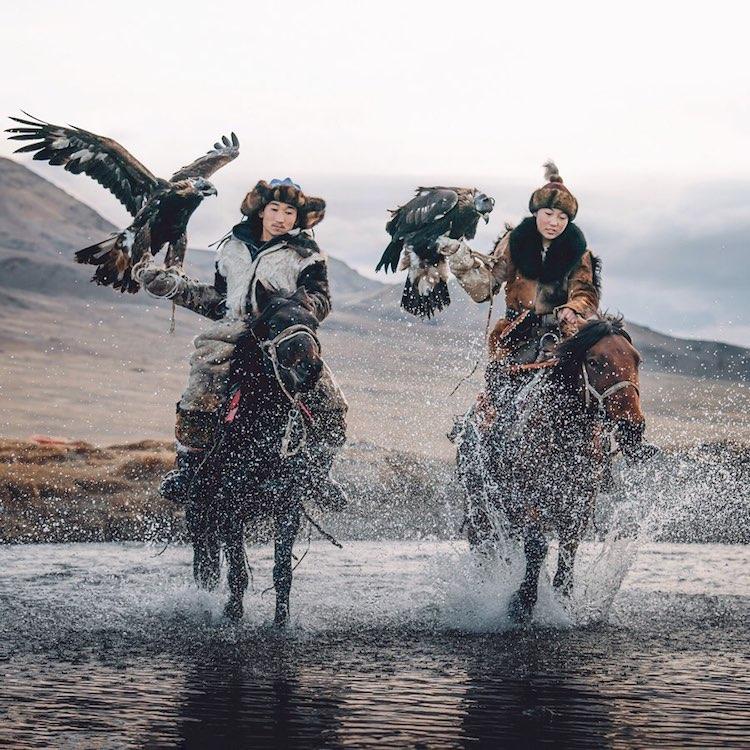 foto cacciatrici con le aquile