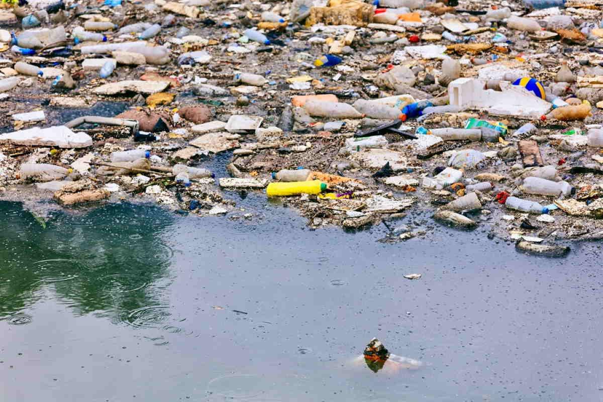 plastica oceani degradazione luce solare