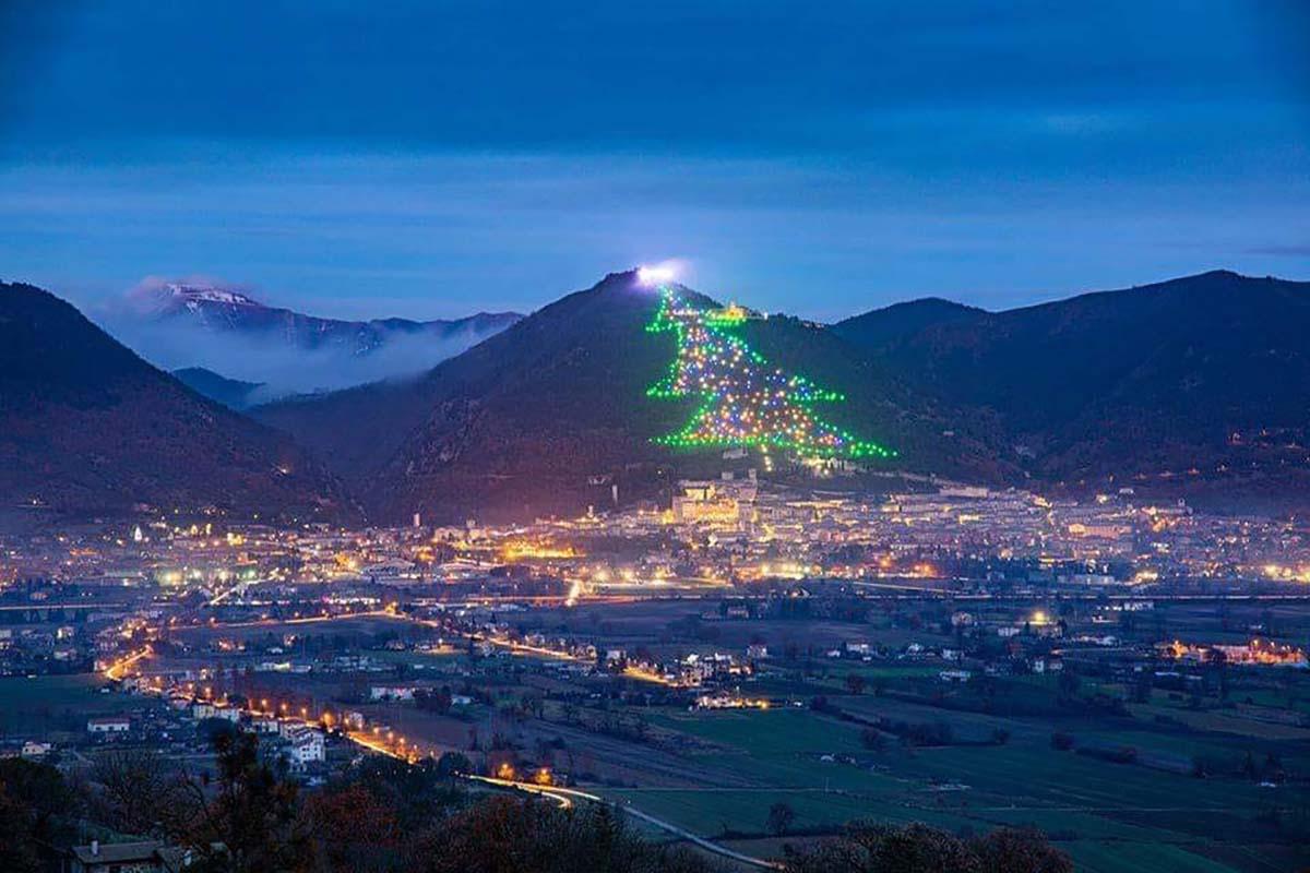 Albero Di Natale Piu Grande Del Mondo.E Italiano L Albero Di Natale Piu Grande Del Mondo Greenme
