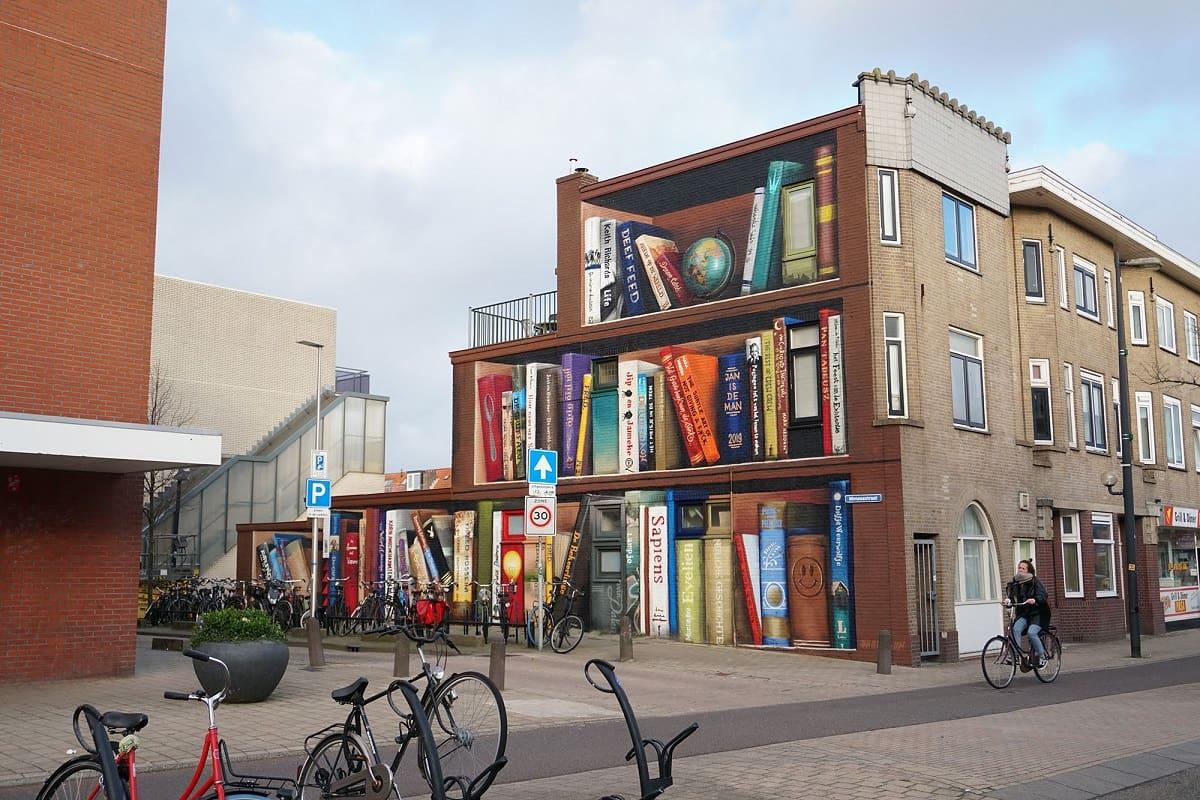 libreria con murale