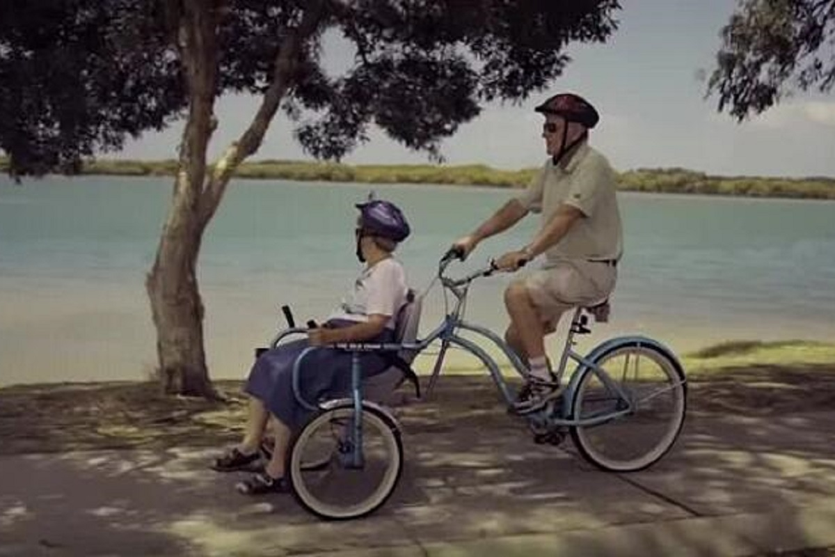 crea-bici-con-sedia-rotelle-per-moglie-con-alzheimer
