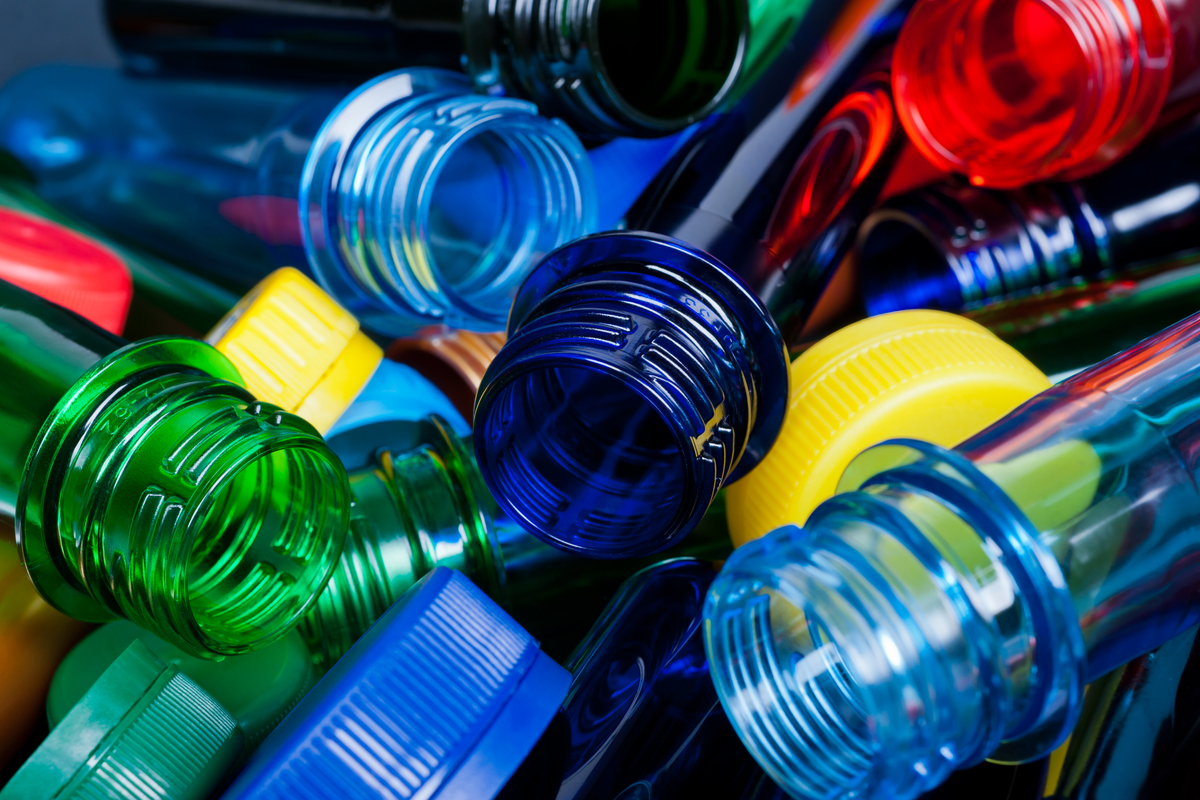 """Creato enzima """"mutante"""" in grado di riciclare le bottiglie di plastica in poche ore"""