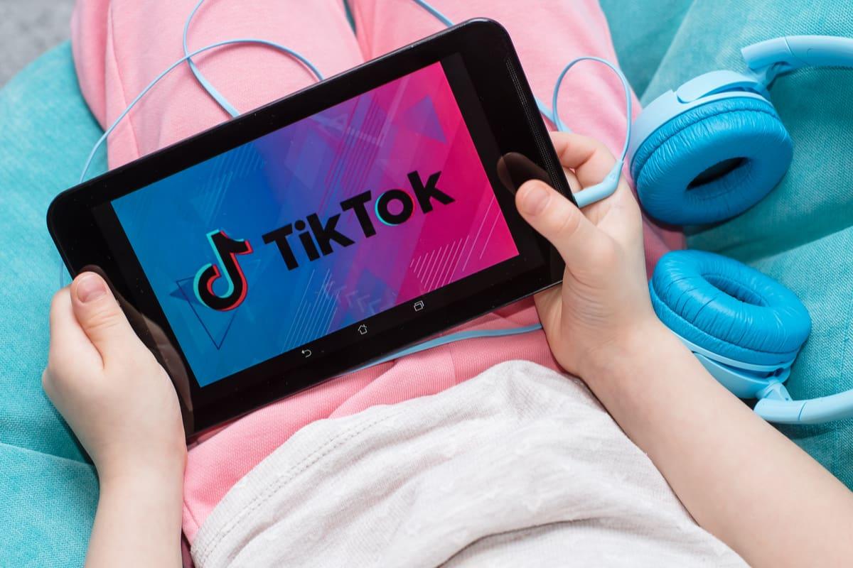 """È morta la bimba di 10 anni che si era legata una cintura al collo per  l'assurda """"Black out challenge"""" su TikTok - greenMe"""