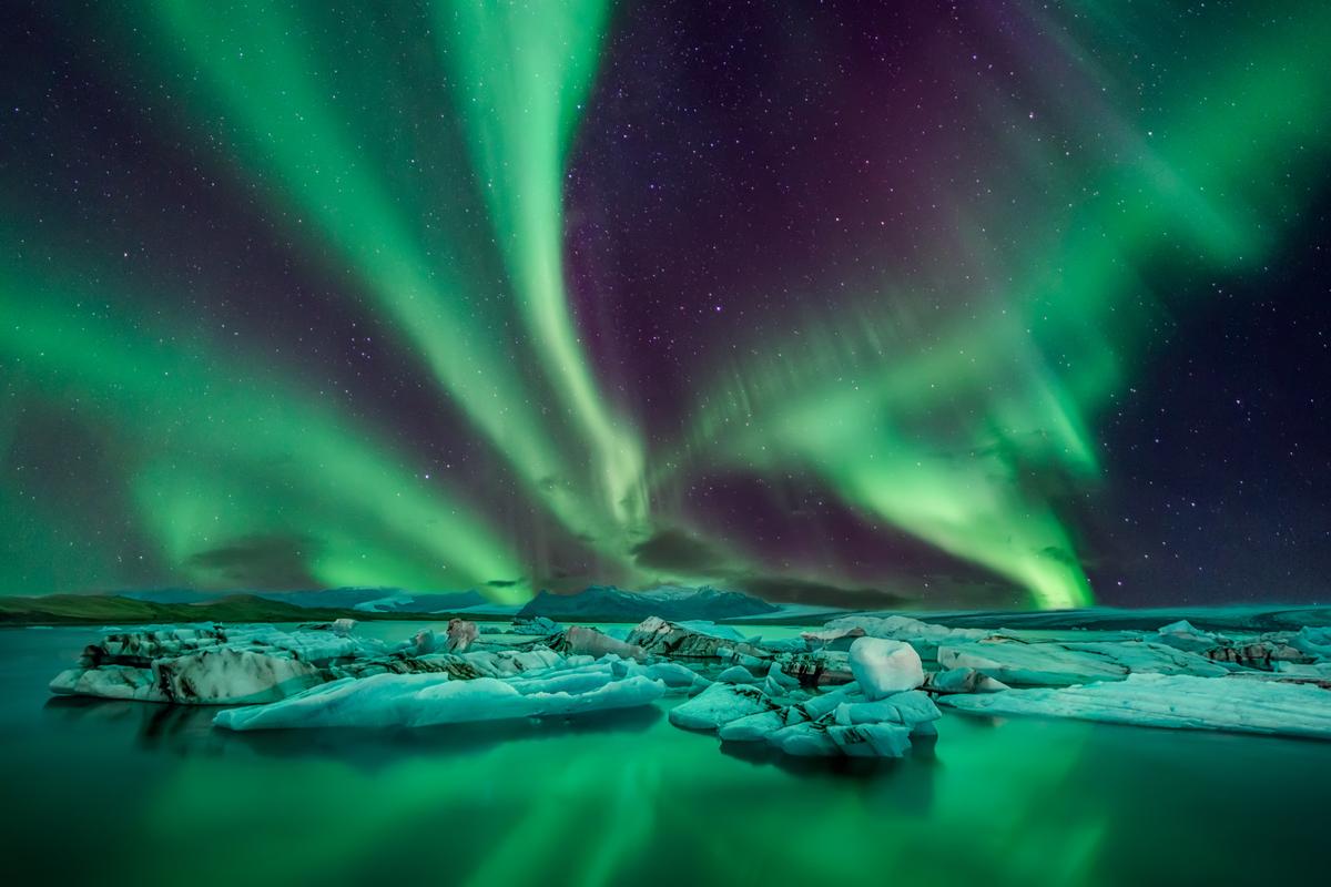Scoprono perché il polo nord magnetico della Terra si sta spostando velocemente verso la Siberia