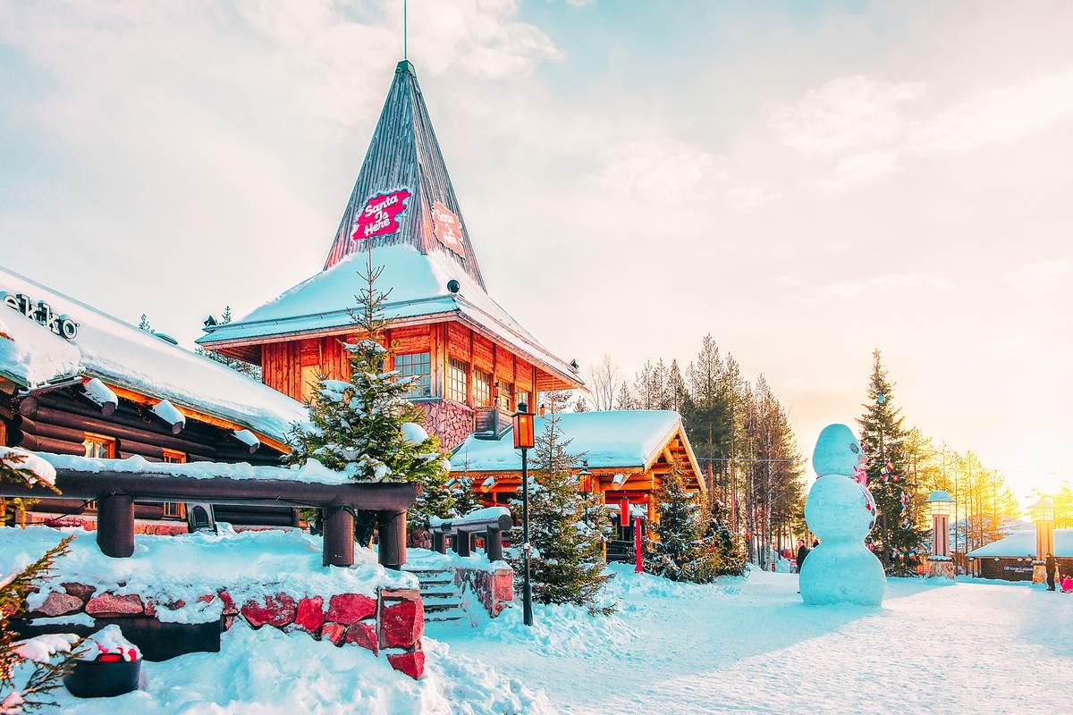 Rovaniemi Finlandia Villaggio Di Babbo Natale.Il Covid Non Risparmia Babbo Natale Abbandonato Dai Turisti Il Villaggio Di Santa Claus In Finlandia Greenme