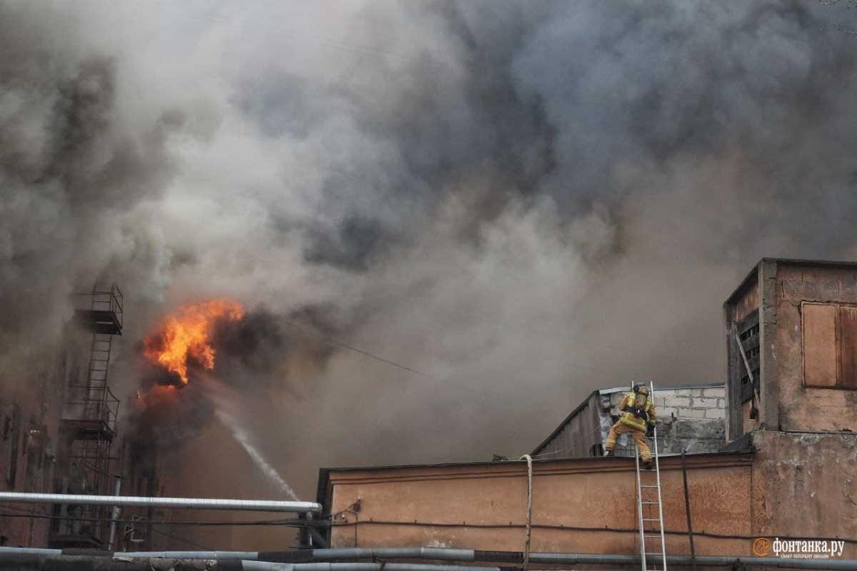 incendio sanpietroburgo