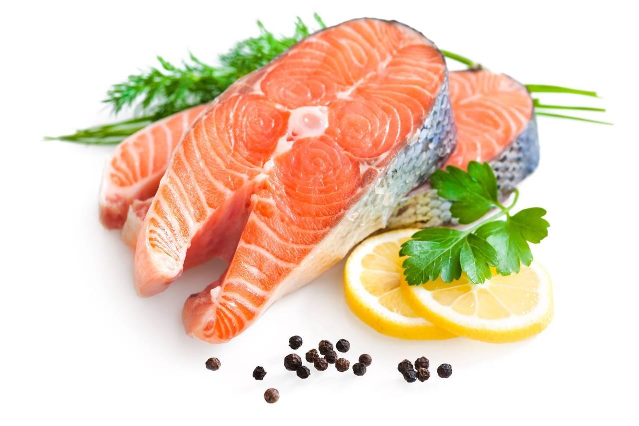 salmone allevamento sostanza carotenoide