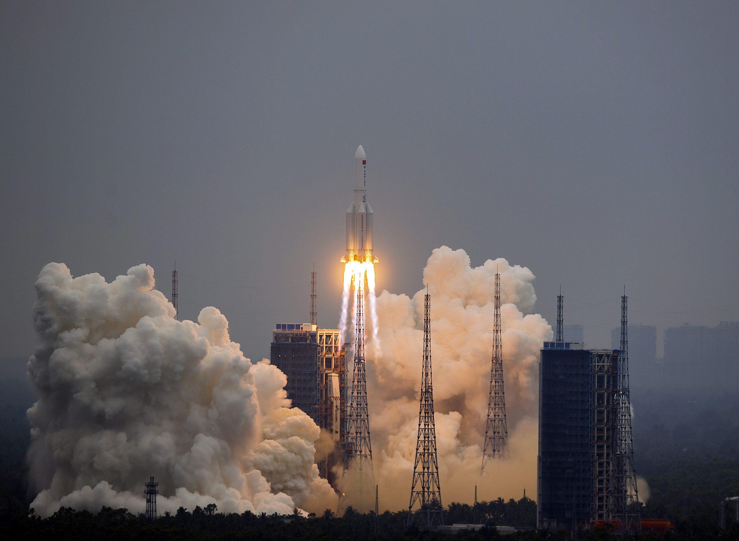razzo cinese fuori controllo pericolo italia