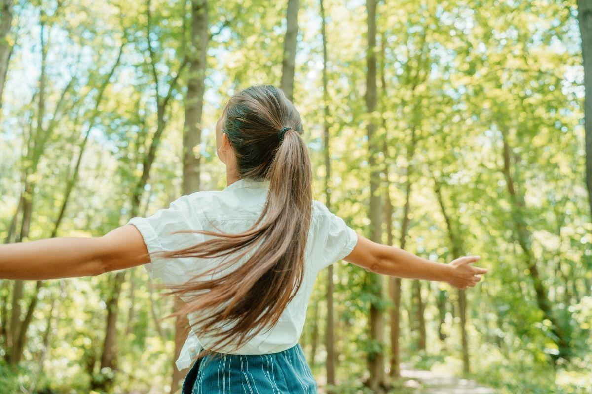 benefici camminare all'aria aperta